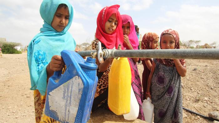 Children fetching water. Photo: UNICEF Yemen, 2019
